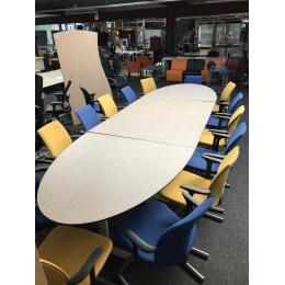 Nette vergaderset - Bureaus en Tafels
